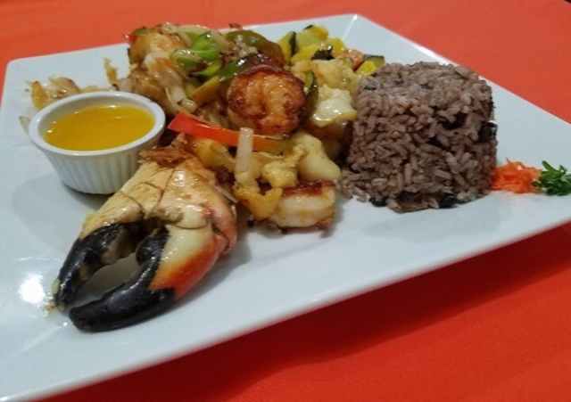 Grilled Seafoood Combo (crab claw, shrimp, lobster, fish) - El Fogon